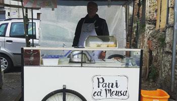 Itineraio Street food e mercati - venditore pani ca meusa